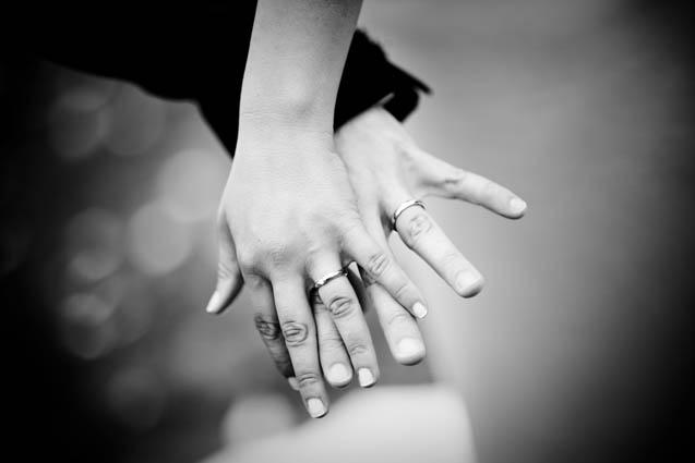 a6134a301 anillos-manos-novios-081 - Losantos Joyeros